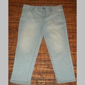Factory fade stretch jeans curvy cropped EUC 18W